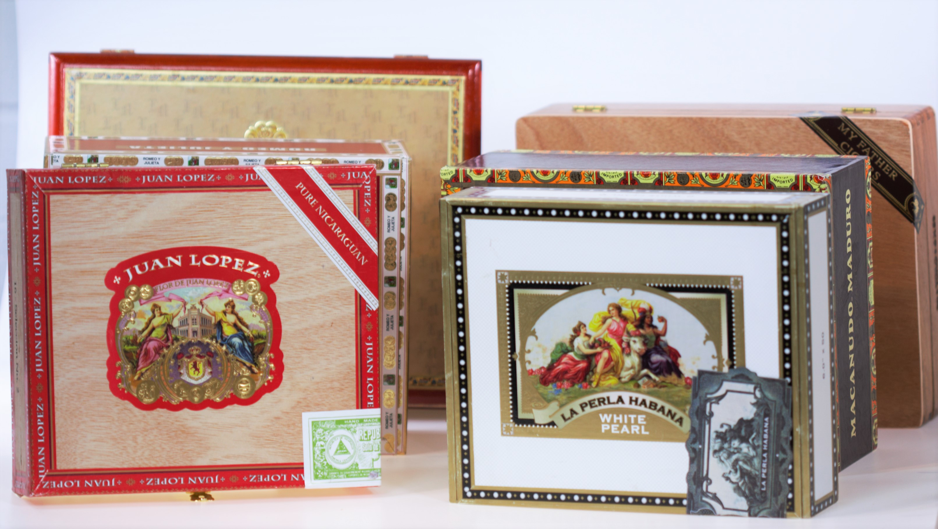 New Weekly Contest – Win a Cigar Box with Samples