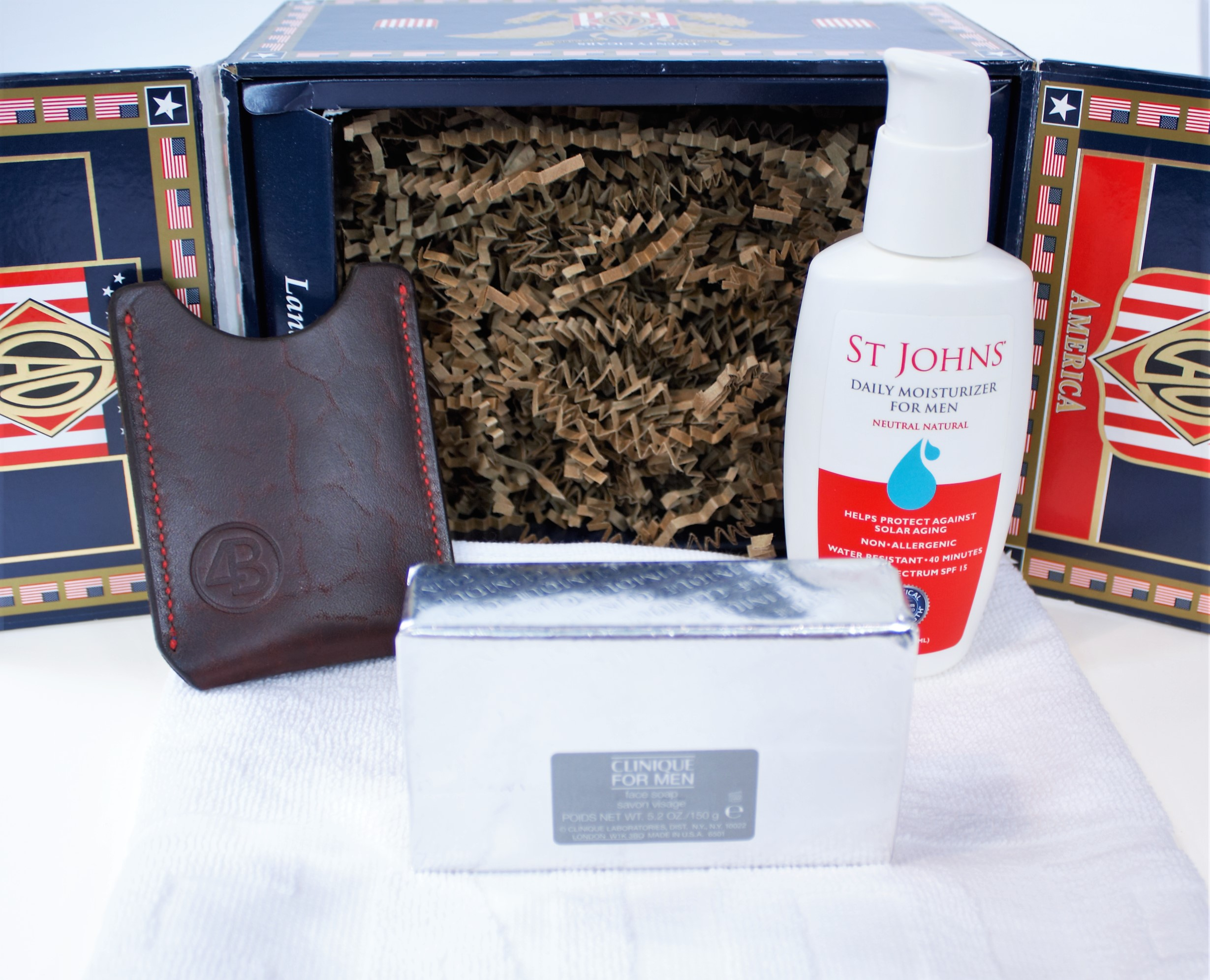 Weekly Giveaway #9 – Win a Cigar Box with Samples – 4th of July Edition