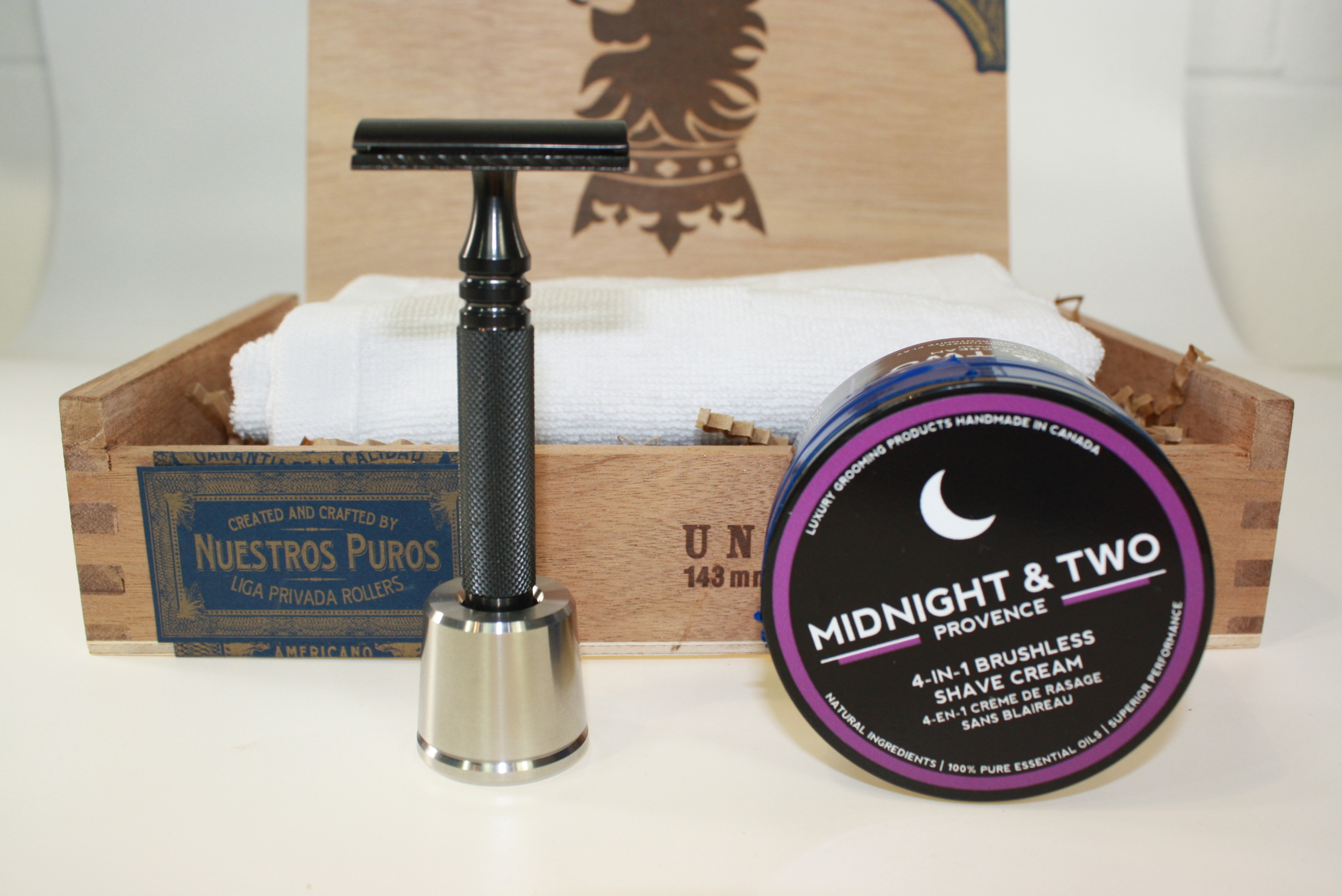 Weekly Giveaway #14 – Win a Cigar Box with Samples